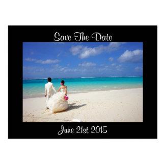 ビーチの結婚式のカップルは日付を救います ポストカード