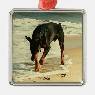 ビーチの絵画のイメージのドーベルマン犬 メタルオーナメント