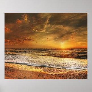 ビーチの美しいオレンジ日没 ポスター