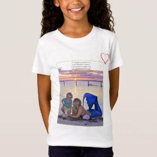 ビーチの詩のTシャツの人魚及び男の子 Tシャツ