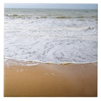 ビーチの陶磁器の写真のタイルの波 タイル