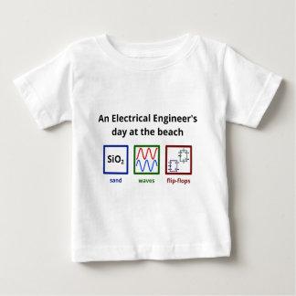 ビーチの電気技師の日 ベビーTシャツ