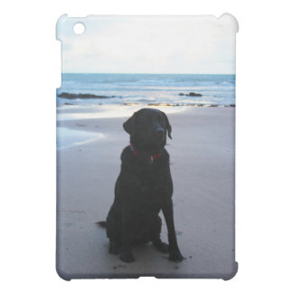 ビーチの黒いラブラドール iPad MINIカバー