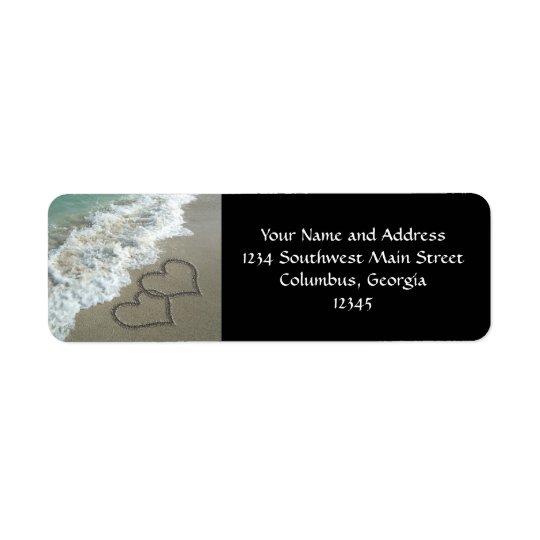 ビーチの2つの砂のハート、ロマンチックな海 ラベル
