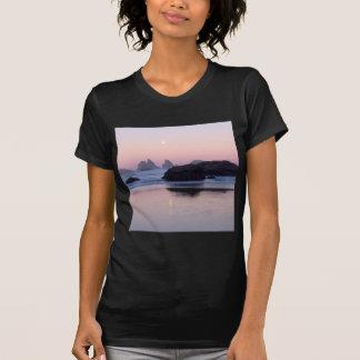 ビーチのMoonsetの子ネコの海はBandonを積み重ねます Tシャツ