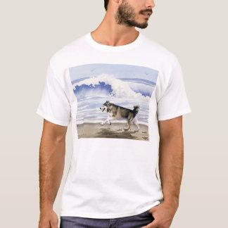 ビーチのTシャツのアラスカンマラミュート Tシャツ