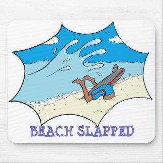 ビーチはサーファーを強く打ちました マウスパッド