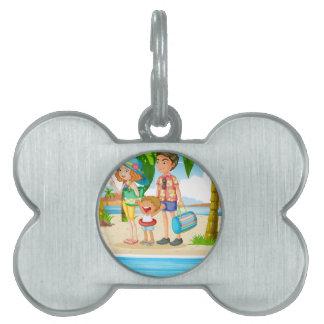 ビーチへの家族旅行 ペットネームタグ