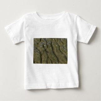 ビーチクイーンズランドオーストラリアのカニ ベビーTシャツ