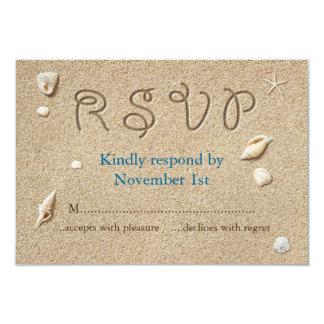 ビーチサンディは塩辛いキスRSVPをつま先で触ます 8.9 X 12.7 インビテーションカード