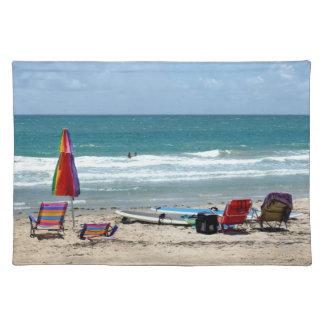 ビーチチェアのサーフボードの傘の砂の海sm ランチョンマット
