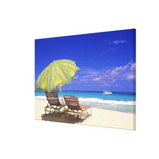 ビーチパラソル、Abaco、バハマ キャンバスプリント