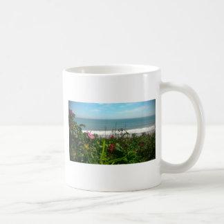ビーチプラムのビーチののらくら者 コーヒーマグカップ
