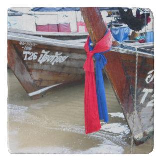 ビーチ のファイのファイの島、タイのボート トリベット