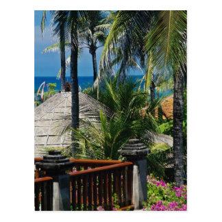 ビーチ、ヌサDua、バリ島による赤いかやぶきにされた小屋、 ポストカード