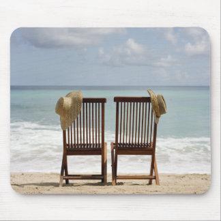 ビーチ|バルバドスの2脚の椅子 マウスパッド
