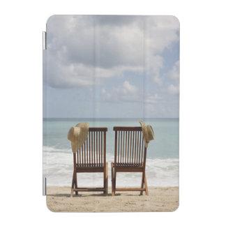 ビーチ|バルバドスの2脚の椅子 iPad MINIカバー