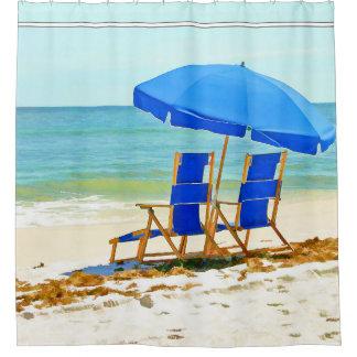 ビーチ、傘および椅子 シャワーカーテン