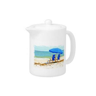 ビーチ、傘、海及び椅子