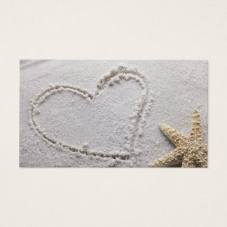 ビーチwのヒトデのテンプレートで砂で描かれるハート 名刺