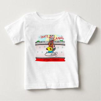 ビーバーのスケートを運河材木で支えて下さい ベビーTシャツ