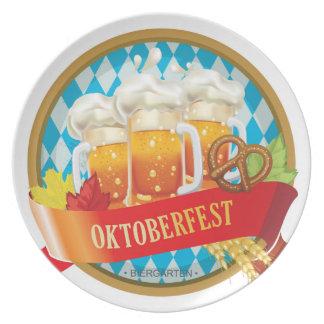 ビールが付いている美しいオクトーバーフェストのラベル プレート