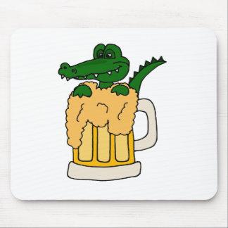 ビールのジョッキのわに マウスパッド