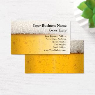 ビールはビール醸造所クローズアップのバーテンダービール技術の泡立ちます 名刺