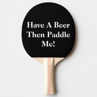 ビールを-黒及び白持って下さい 卓球ラケット