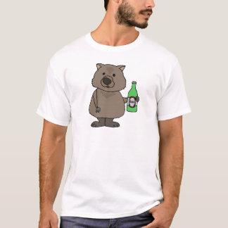 ビール漫画のWombatのおもしろいな飲むボトル Tシャツ