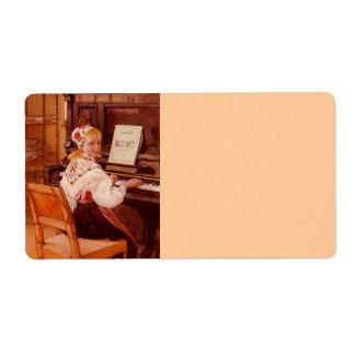 ピアノのモーツァルトを練習するLillanna ラベル
