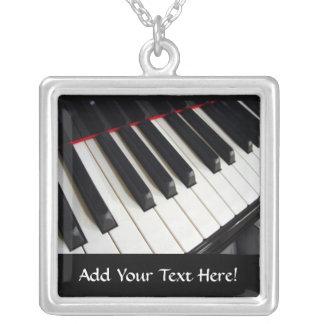 ピアノは名前入りな音楽ネックレスを調整します シルバープレートネックレス
