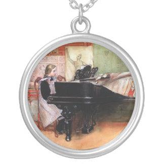 ピアノを遊んでいる女の子 シルバープレートネックレス