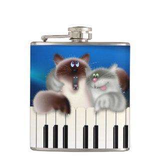 ピアノを遊んでいる猫 フラスク