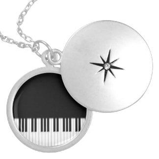 ピアノキーボードのキー シルバープレートネックレス
