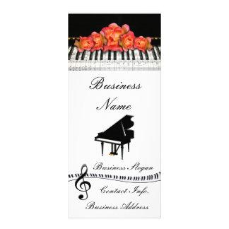 ピアノキーボードのバラおよび音楽ノート ラックカード