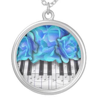 ピアノキーボードのバラ シルバープレートネックレス