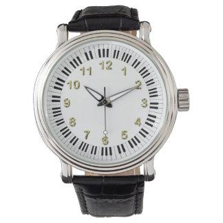 ピアノキーボードの円形のボーダー 腕時計