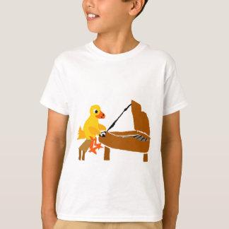 ピアノ芸術を遊んでいるおもしろいなアヒル Tシャツ