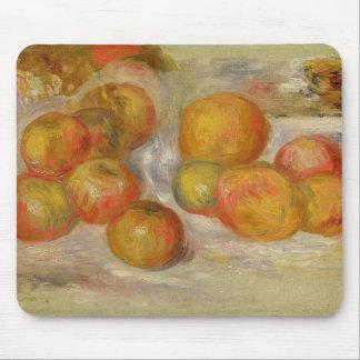 ピエールりんごが付いているルノアール|の静物画 マウスパッド