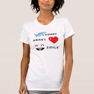 ピクセル鮫のハートのスマイル Tシャツ