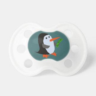 ピクルスのベビーの調停者を持つおもしろいなペンギン おしゃぶり