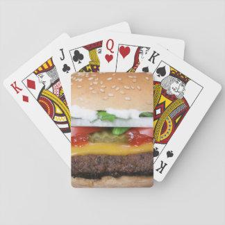 ピクルスの写真が付いているおいしいチーズバーガー トランプ