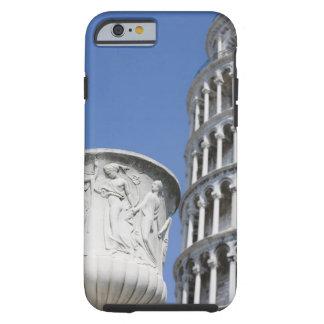 ピサ、イタリアの斜塔の隣の大きい壷 ケース