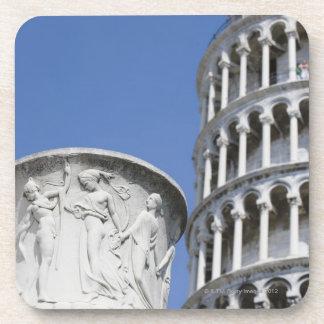 ピサ、イタリアの斜塔の隣の大きい壷 コースター