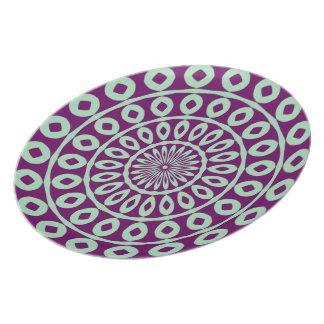 ピスタシオのエキゾチックな花パターン紫色 プレート