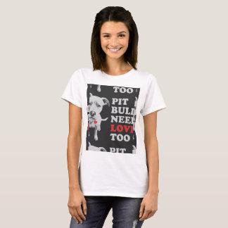 ピットブルは愛を必要としますも Tシャツ
