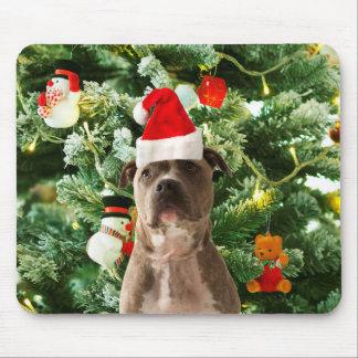 ピットブル犬のクリスマスツリーは雪だるまを飾ります マウスパッド