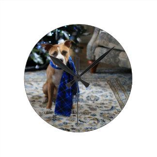 ピット・ブルの救助犬からの休日の応援 ラウンド壁時計
