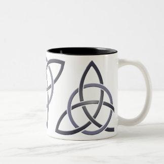 ピューターの三位一体の結び目のマグ ツートーンマグカップ